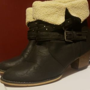 """Women's 2"""" Hot Tomato black with fur snowboots"""